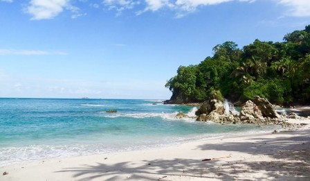 Manuel_Antonio_National_Park_Beach.jpg